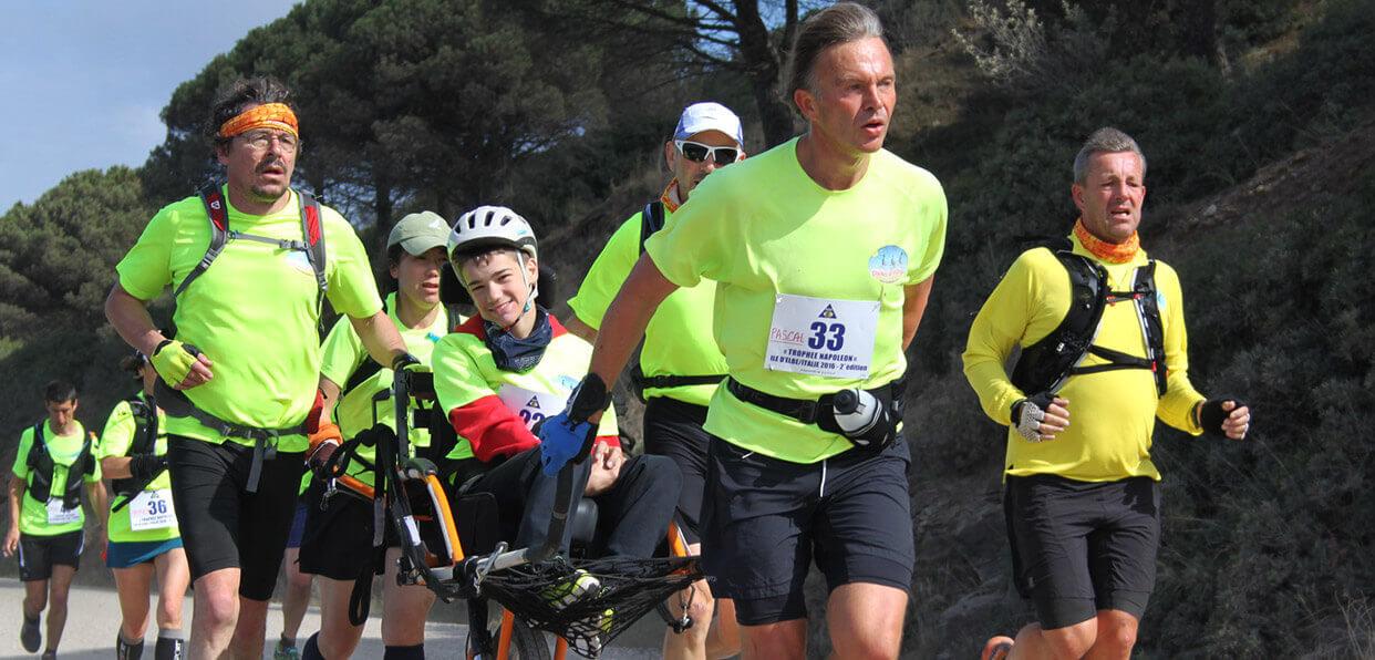 Offrir des joellettes et des courses à pied aux handicapés
