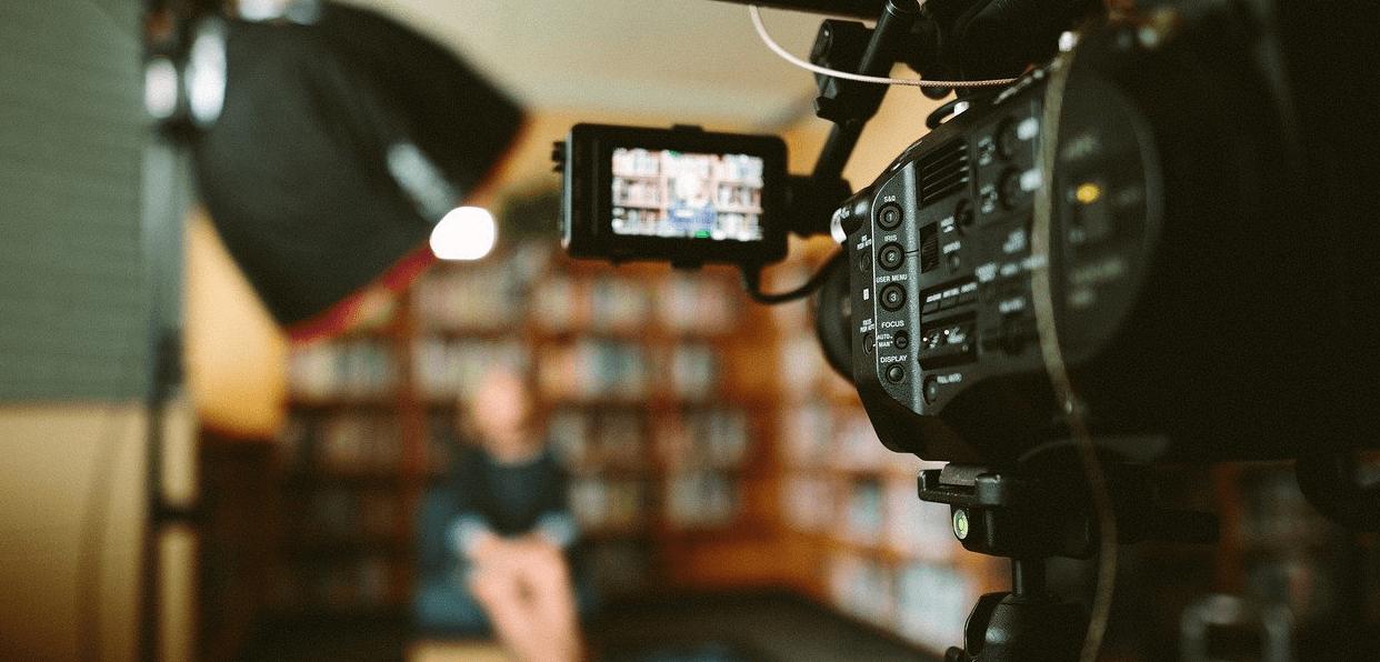Financer la réalisation d'un film sur la représentation sexiste et patriarcale des femmes dans le cinéma , la publicité et la télévision.