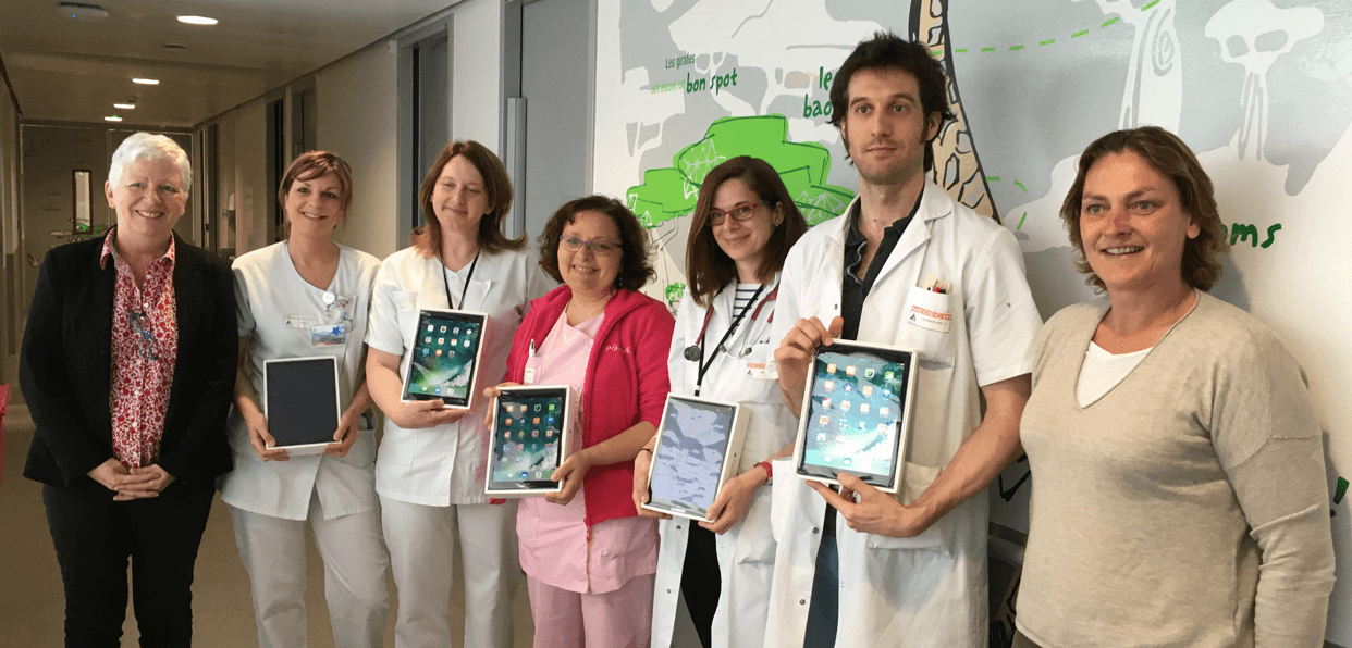 Offrir des tablettes aux hôpitaux pédiatriques
