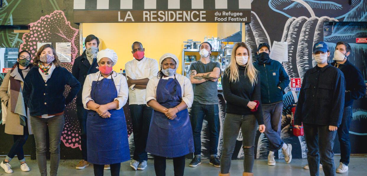 Distribuer des repas gratuits à des personnes fragilisées en région parisienne.