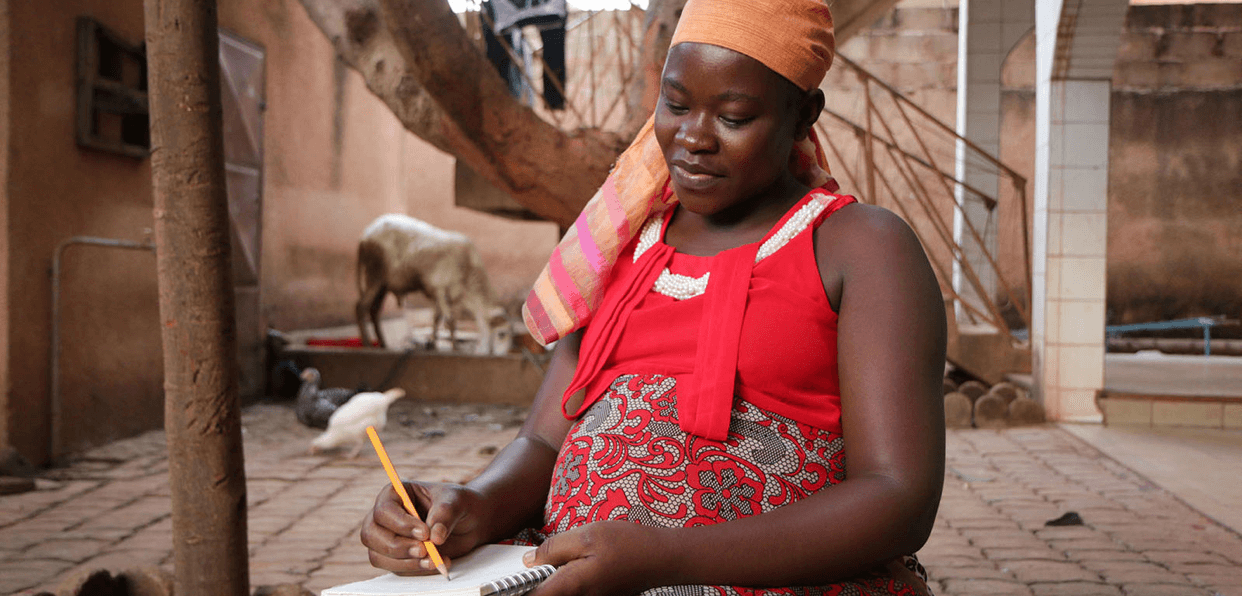 Accueillir, accompagner et formerprioritairement des jeunes femmes avec ou sans enfant, de tout pays en situation de précarité