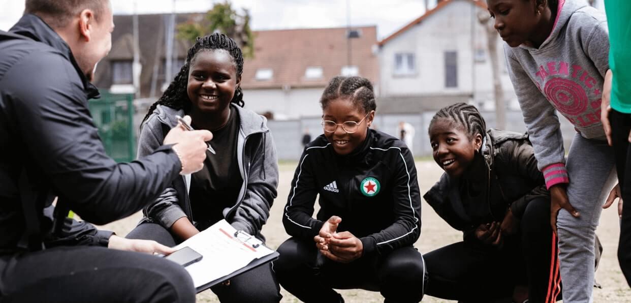 Construire un avenir meilleur pour les jeunes de quartiers défavorisés grâce aux actions de Sport dans la Ville